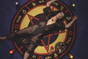 The-Love-Witch-SamanthaRobinson-3-300x200
